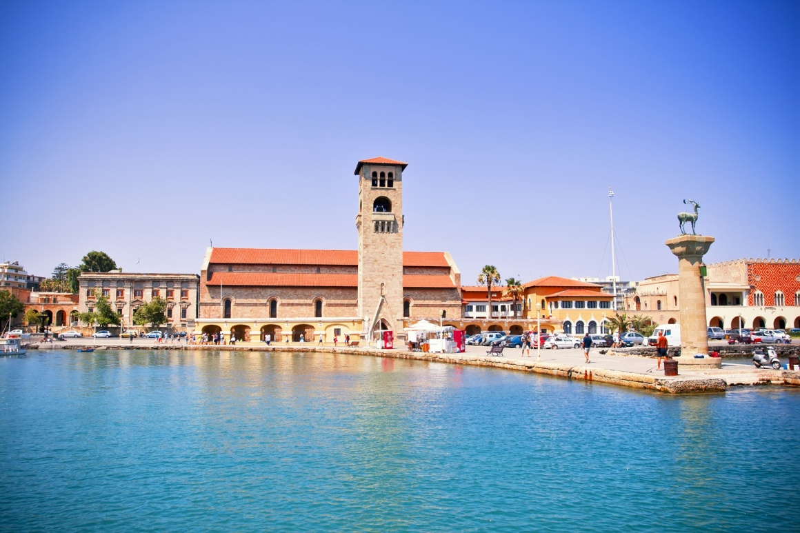 'Famous Mandraki harbor of Rhodes island, Greece' - Rhodos